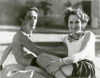 Сальвадор Дали и Гала – история любви и фотографии художника с его музой