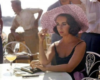 Фото Элизабет Тейлор на съемках фильма Внезапно прошлым летом 1959