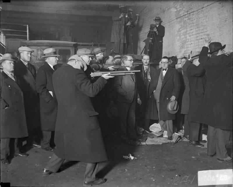 Полицейская реконструкция кровавых событий на складе Багса Морана