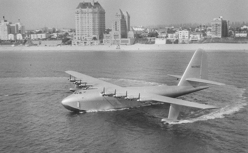 Хьюз Н-4 Геркулес – деревянная летающая лодка, чей полет продлился 26 секунд