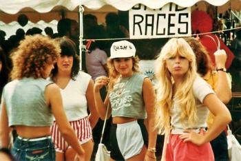 Шорты дельфин — модный тренд девушек-подростков 1980-х годов