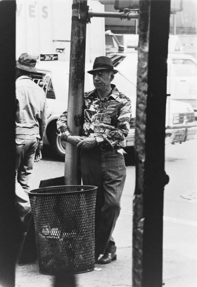 Мужчина на центральной улице Нью-Йорке